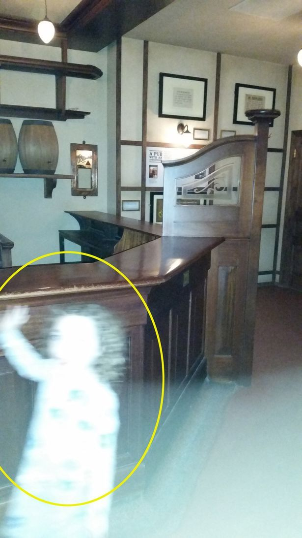 Mum captures 'one of clearest' paranormal pictures ever of waving ghost girl at Glasgow museum.