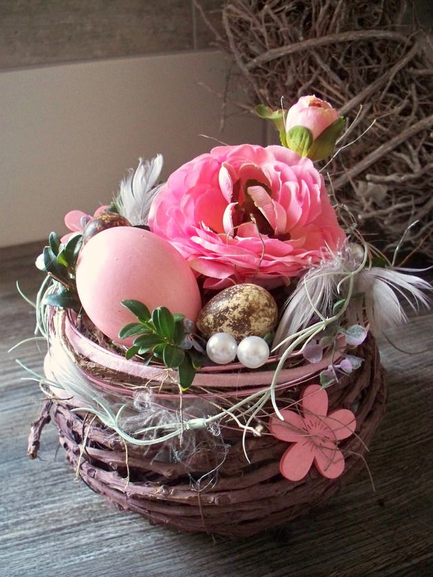 Ostertischdeko - Ostergesteck im Korb mit Ranunkel,bordeaux-rosa - ein Designerstück von die-mit-den-blumen-tanzt bei DaWanda