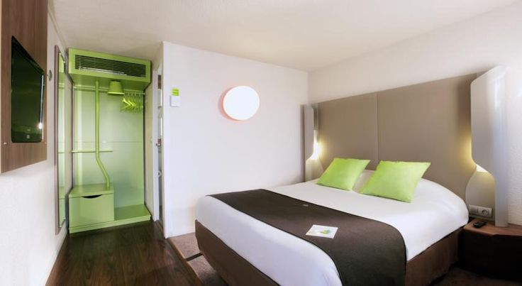 Campanile Hotel Mont de Marsan Mont-de-Marsan Situated on the eastern part of the town of Mont de Marsan, and on the edge of the forest of Les Landes, the hotel occupies a privileged position near the capital of the Marsan region.
