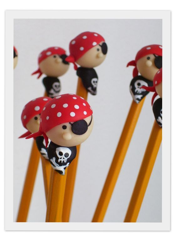 CRAYON Pirate porcelaine froide