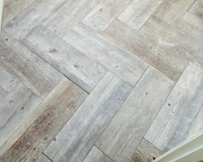 Bathroom floor in herringbone Pattern