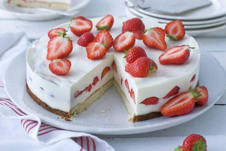 Kijk wat een lekker recept ik heb gevonden op Allerhande! Aardbeienroomtaart