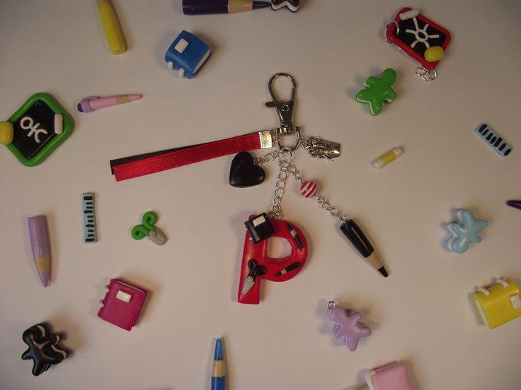 """Porte clés avec la lettre """"P"""" pour les maîtres, maîtresses et atsem"""