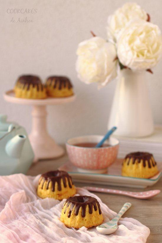 Esponjosos mini bizcochos de mango con chocolate