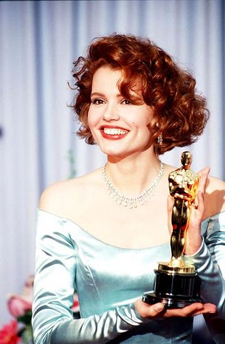 """3/16/14 4:23p The Academy Awards Ceremony 1989: Geena Davis Best Supporting Actress Oscar for """"The Accidental Tourist"""" 1988."""