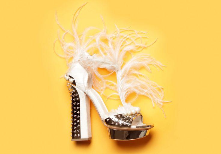 Les souliers majestueux d'Alexander McQueen http://www.vogue.fr/mode/les-shoes-de-la-semaine/diaporama/les-souliers-majestueux-d-alexander-mcqueen/16850