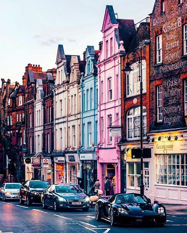 Hampstead High Street, Londres, Inglaterra.