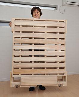 桐らくねは軽い!Lifted effortlessly even One Woman #折りたたみベッド #桐 #木製ベッド