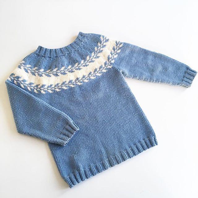 ❄️s n ø l ø v g e n s e r❄️ ________________________________________ #snøløvgenser #drops #dropsmerinoextrafine #strikkedilla #strikking #strikke #barnestrikk #strikktilbarn #ullergull #knitting #knitt #knittersofinstagram #knittingforolive