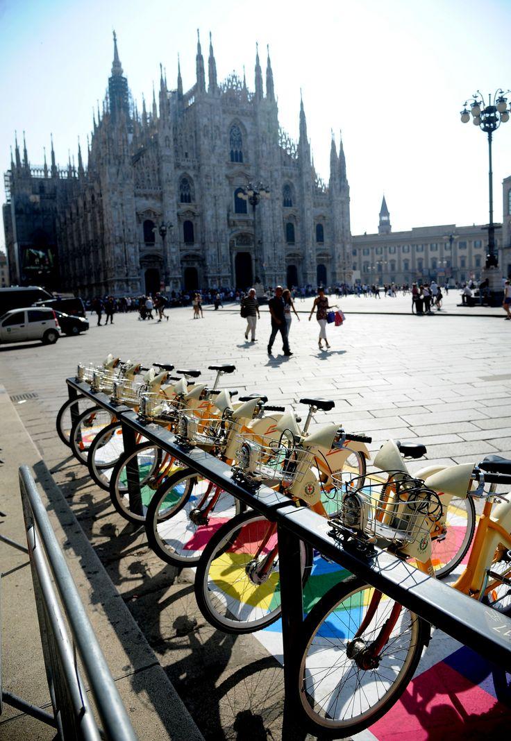 Gli sportivi avranno certamente notato: #Expo2015 per #BikeMi - Sports lovers for sure already noticed: Expo2015 for BikeMi - #FocusOnExpo - #Milan - #PiazzaDuomo #ATM
