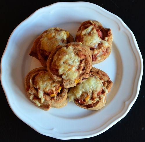 Grove pizzasnurrer og en smakebit på morgendagens søte oppskrift (Bakekona)