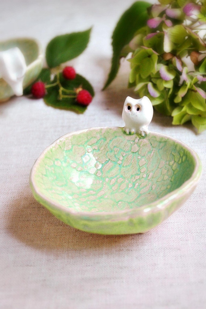 Ceramic Owl Bowl in lime green from Lee Wolfe PotteryGreen Teas, Art Projects Pottery, Limes Green, Rings Holders, Lee Wolf, Bowls Lee, Wolf Pottery, Owls Bowls, Ceramics Owls