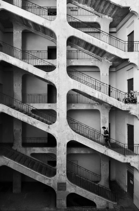 Lorenzo Linthout. The city of silence: metaphysics and architecture in the urban scene
