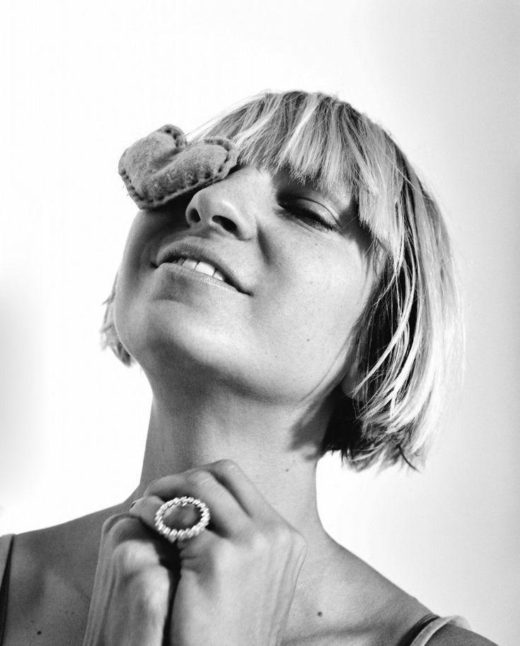 """Australian-born, UK-based, downtempo, pop and jazz singer / songwriter, """"Sia"""" Furler www.siamusic.net"""