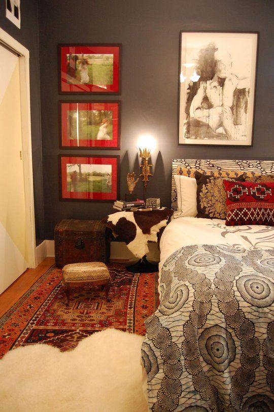 Cool bedroom.Dark Boho Bedrooms, Wall Colors, Apartments Therapy, Grey Black Red Bedrooms, Colours Schemes, Cabinets Of Curiosity, Black Wall, Dark Grey Wall, Boho Bedrooms Colors Schemes
