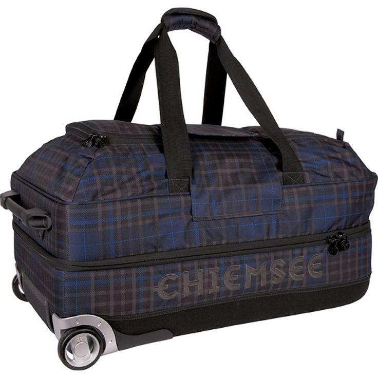 Sport Premium Travel Bag Large 2-Rollen Reisetasche 80 cm    Chiemsee Sport Reisetasche mit arretierbarem Griff und einem großen Hauptfach in 80 cm  Der Trolley hat einen Tragegriff vorne.    Serie: Sport  Außenmaße (LxBxH): 80cm x 40cm x 45cm  Gepäckart: Weichgepäck  Gewicht in kg: 4.35kg  Volumen in L ca.: 131-140  Material: Nylon  Ausstattung: Innenfutter, arretierbarer Griff, Tasche(n) auße...