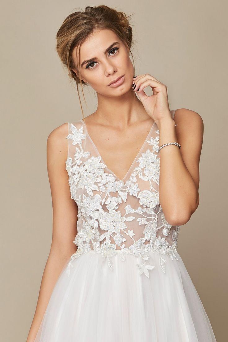 Rochie Camille Oana Nutu Fashion Designer Wedding Dress Wedding Gown www.OanaNutu.com #fashion #style #shopping #oananutu #Bridal #BridalDress #WeddingDress #Bride #FashionDesigner #Wedding #details