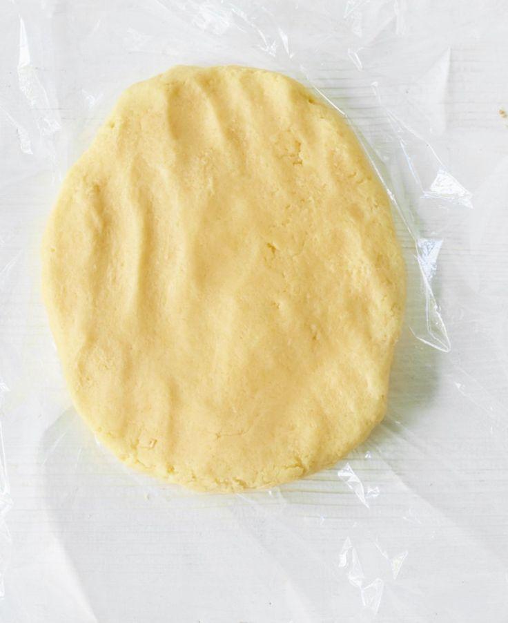 Rezept für Mürbeteig bei Essen und Trinken. Und weitere Rezepte in den Kategorien Eier, Getreide, Milch + Milchprodukte, Kuchen / Torte, Backen, Einfach, Gut vorzubereiten, Klassiker.