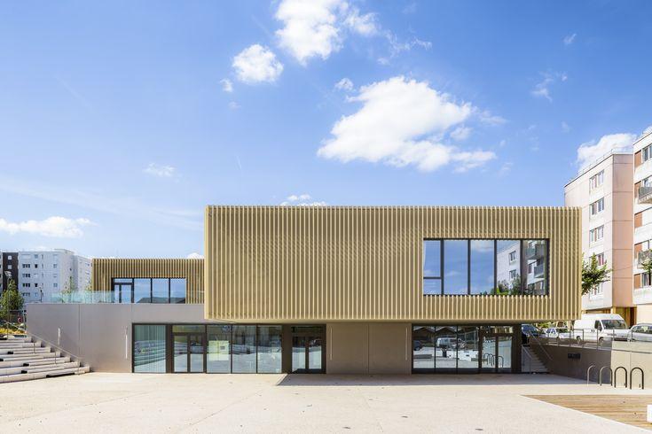 Alltägliches Grau, frisch vergoldet - Kulturzentrum bei Fontainebleau von Téqui Architectes