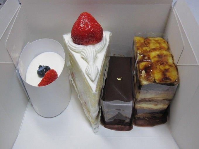 パティスリー ザキ / いちごのショートケーキ・オペラ・チョコバナナ・レアチーズケーキ