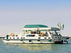 Liberty Bell Houseboat, Lake Kariba.