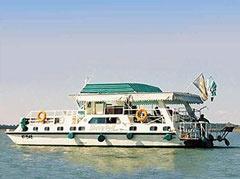 Liberty Bell Houseboat, Lake Kariba.
