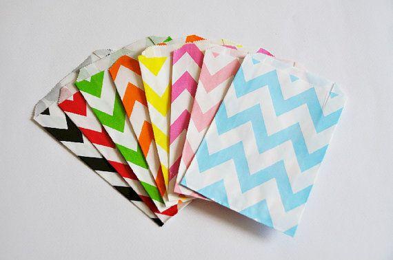 10 Sacchetti di carta chevron giallo / Yellow Chevron Paper Bags (10 paper bags per pack)