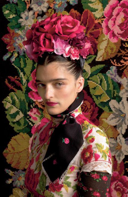 Сюзанна Бисовски (Susanne Bisovsky) создаёт модели одежды, в которых тесно переплелись народные традиции и элементы панка.