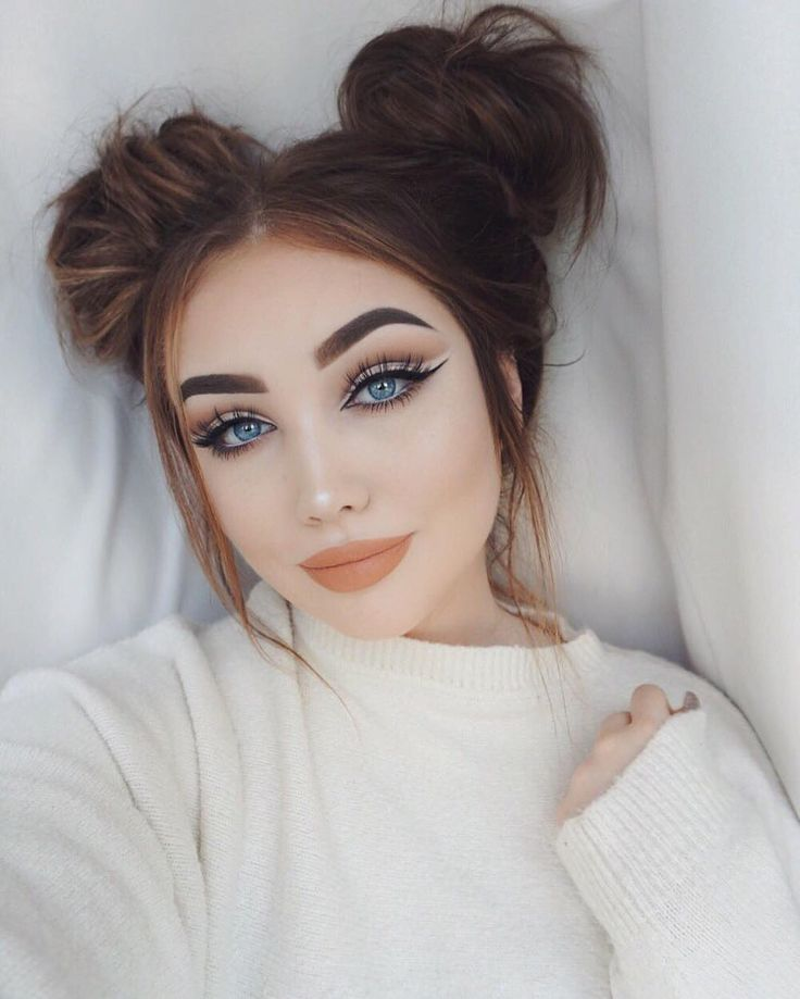 Loving @ohmygeee 's double top knots and alluring makeup.