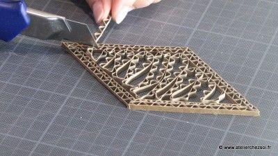 Fiche créative pour fabriquer des décorations en dentelle de carton - Etape 11 - Atelier Chez Soi
