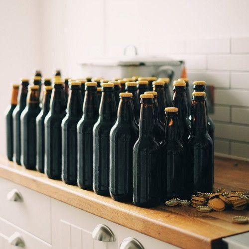 Tämä lahja on erinomainen silloin, kun mietit elämystä isommalle porukalle – jotain sellaista, joka kestää pitkään ja osallistaa lahjaporukan lahjan tekemiseen. Nyt on nimittäin tarjolla mahdollisuus valmistaa oma oluterä, ja oluen valmistamisen prosesssista syntyy noin 50 litraa olutta. Olut valmistetaan asiantuntevassa ohjauksessa ja tämä lahja on mahdollista lunastaa missä päin Suomea tahansa. Aivan mahtava ja arvokas lahjaidea yhdelle hengelle tai isommalle ryhmälle.<br />