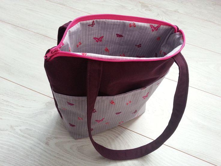 Je vous propose un tutoriel afin de réaliser un sac cabas pour enfant avec un grande poche extérieure.