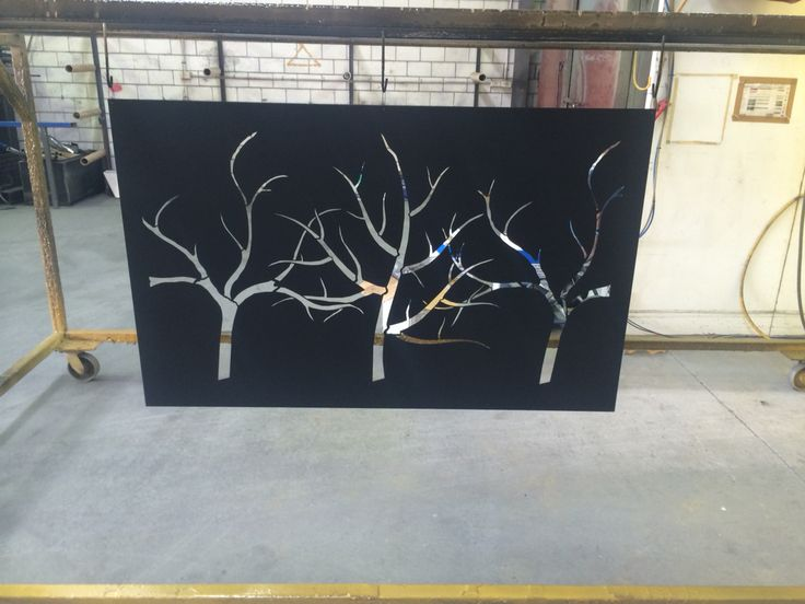 3 tree feature screen in gloss black