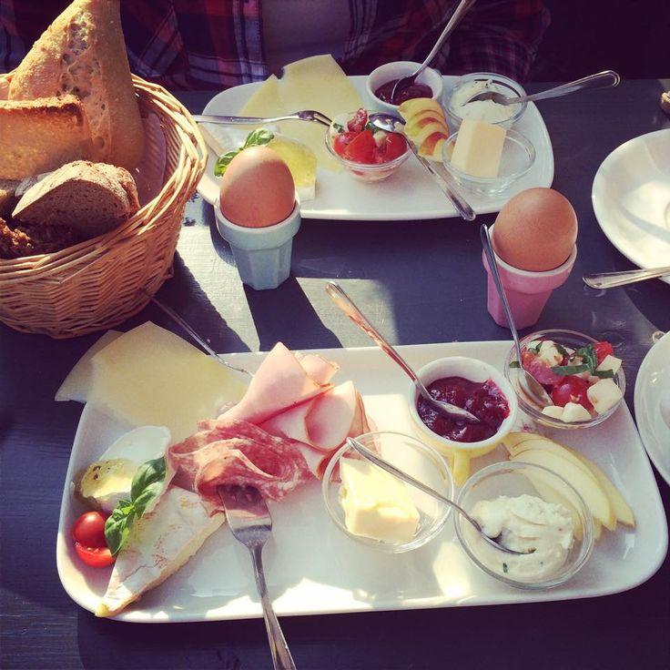 ausgiebiges Frühstück im Hallo Kleines Hamburg