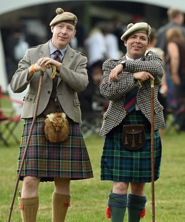 Traditional Highland Civilian Dress: A Visual Guide