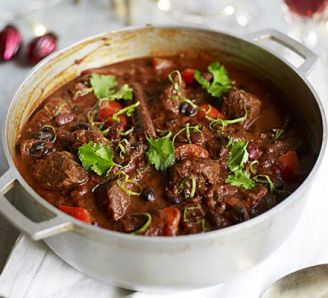 Feed-a-crowd chunky beef chilli