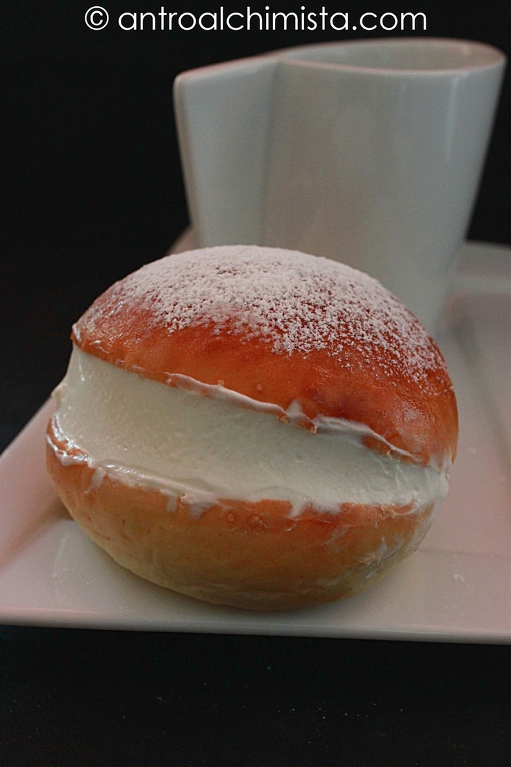 Maritozzi con Panna Montata - Maritozzi with Whipped Cream