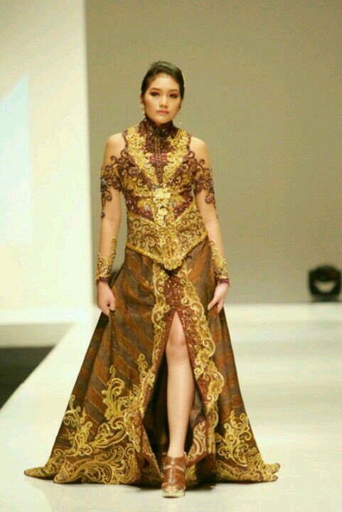 Modern wedding kebaya. Anne Avantie Design.