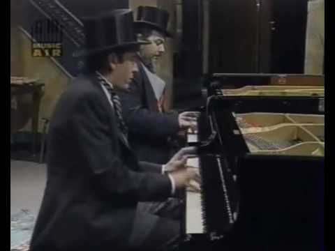 Four-hands boogie woogie: Dr John & Jools Holland - YouTube - Bet you can't sit still for this!