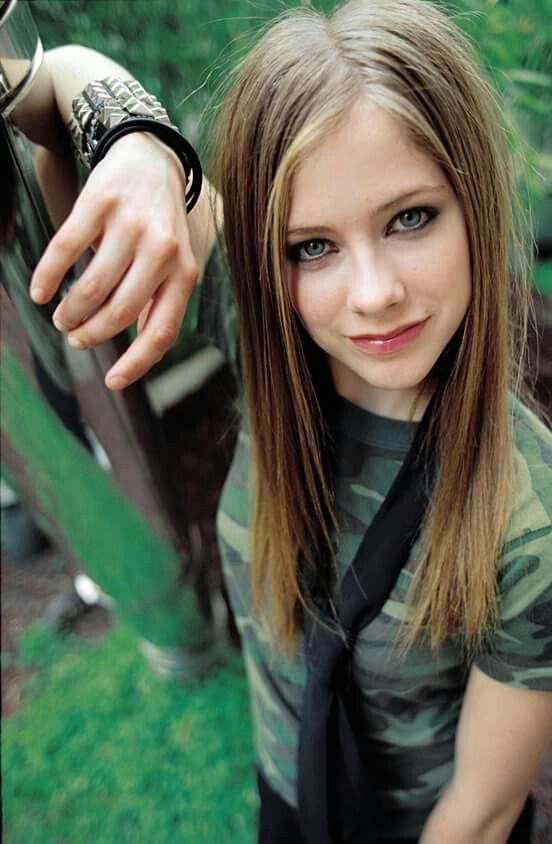 Avril Lavigne, 2002.