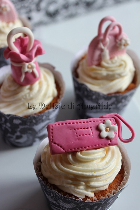 Le Delizie di Amerilde. Fashion cupcake. pink bag cup cake from www.ledeliziediamerilde.it