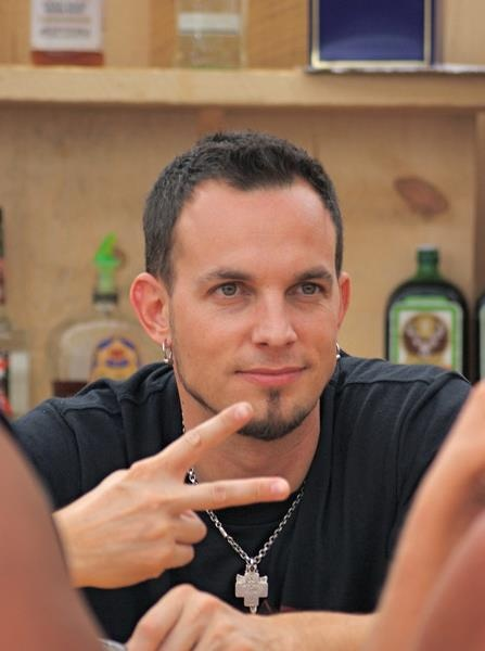 gah. not only does he look like this, but he's also an amazing guitar player..and when I say amazing, it's probably the understatement of the year. <3 Mark Tremonti <3