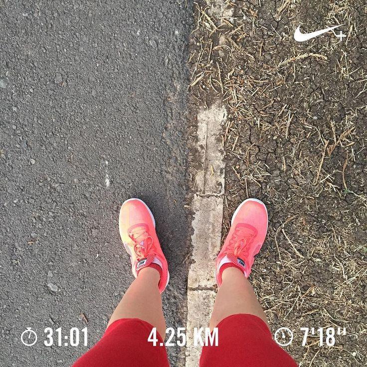 Soy una estafa nivel me faltó más de medio kilómetro y me sobró más de un minuto de tiempo. Puede ser una excusa que estoy probando pista nueva? Si? No? Cállate habladora? Hahaha. Y con todo y los mediocres resultados mi patrona #ellewoods tenía razón.  #running #run #runner #runnergirl #nikerunning #instarunners #runhappy #runescape #nikerun #nikerunclub