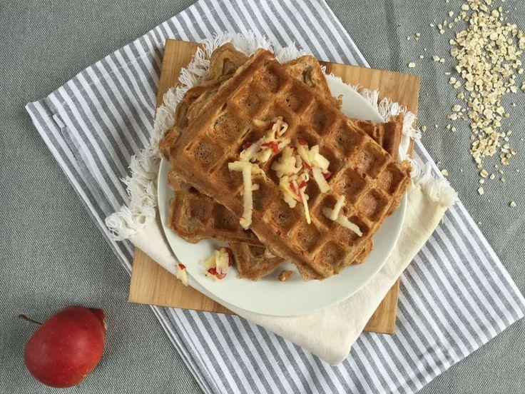 Havermoutwafels met appel is een lekker gezond zondagochtend ontbijt.