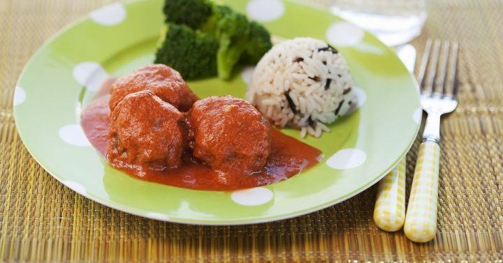 Kjøttboller i kremet tomatsaus