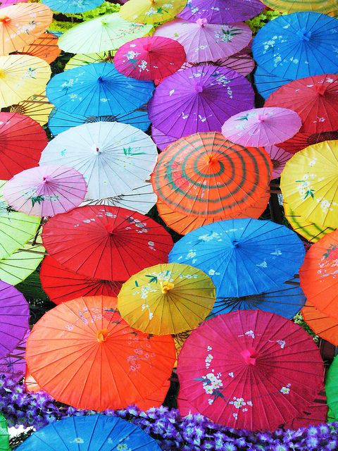 Who minds a little rain with umbrellas like this to gaze upon, it's almost as uplifting as sunshine!