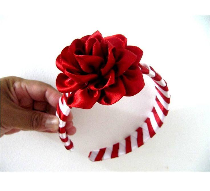 Rosas rojas diadema trenzada en cintas para el cabello