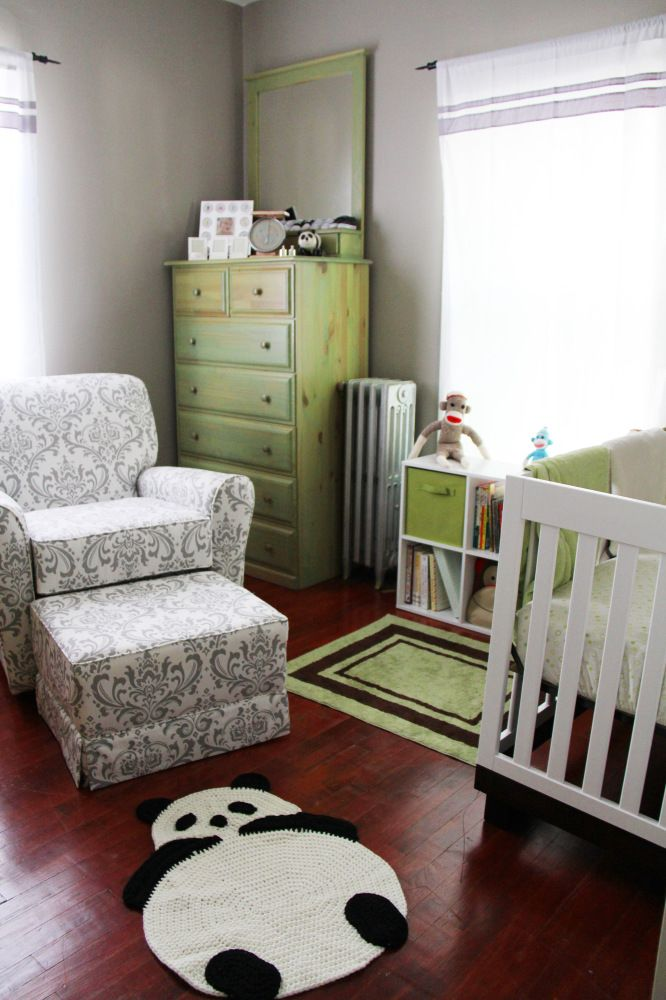 Green and White Baby Nursery #pandas #monkeys