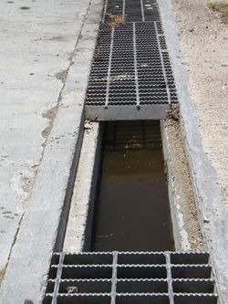 Precast Concrete Trench Drains With Removable Grating For