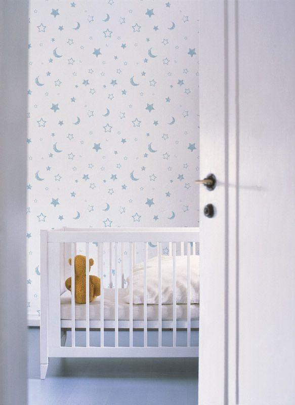 Disney barntapet  En vit tapet med stjärnor och månar perfekt för barnrummet. Teknisk information Papperstapet Bredd: 52 cm Rullängd: 10 m Mönsterpassning